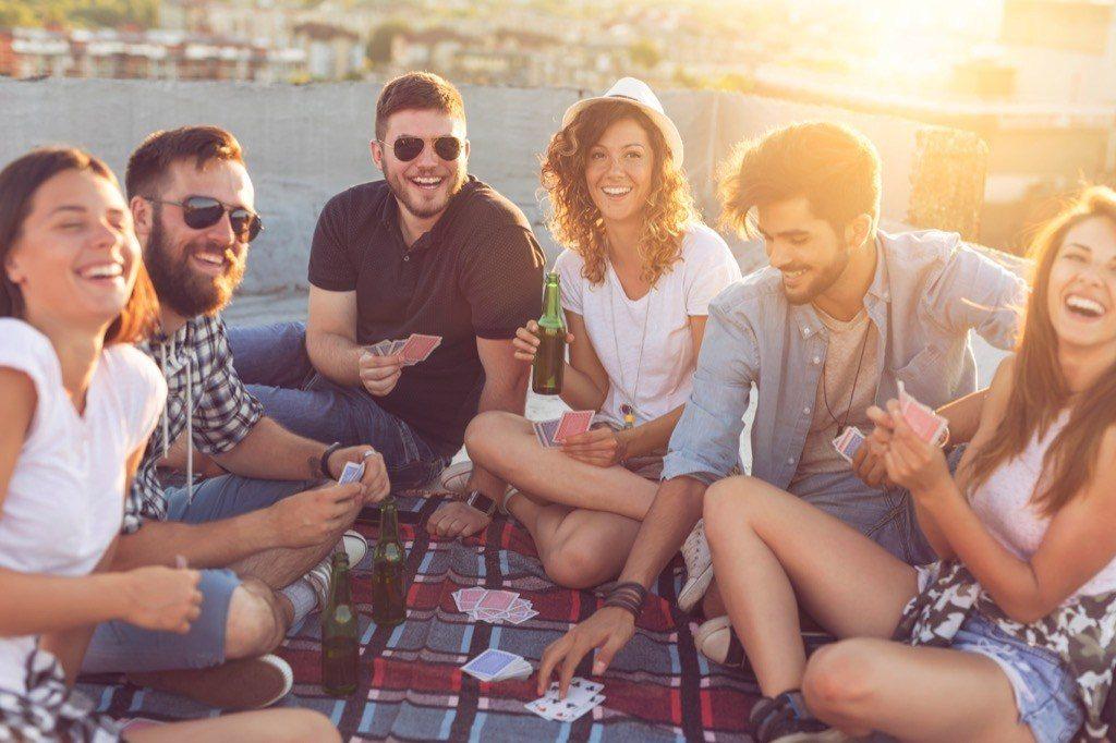 groupe-amis-hétérosexuel-homosexuel-40-ans-et-plus