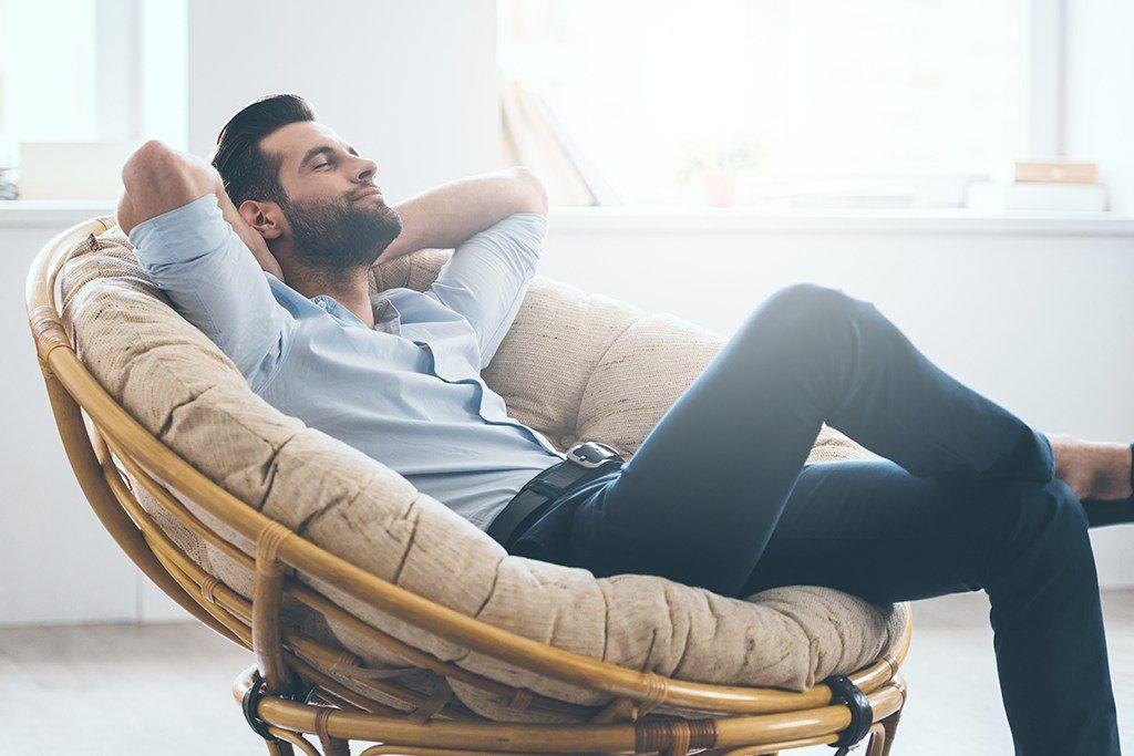 40-raisons-etre-celibataire-apres-40-ans-homme-relax