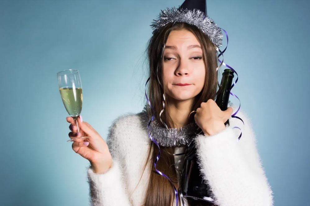 40-et-plus-nouvel-an-femme-ivre