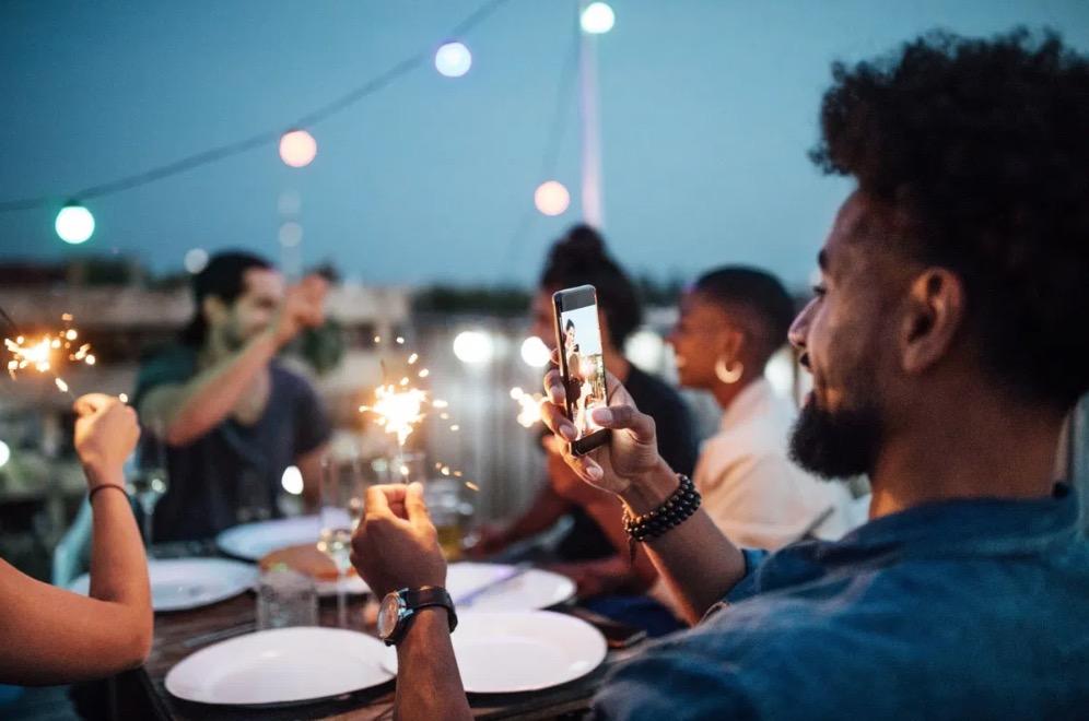 40-et-plus-nouvel-an-reseaux-sociaux