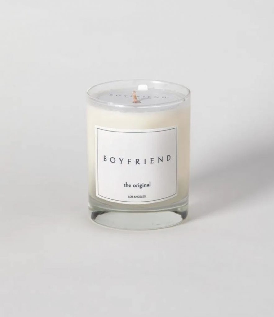 bougie-boyfriend-parfumée-15-cadeaux-pour-feter-celibat-saint-valentin-celibataire-40-ans-et-plus