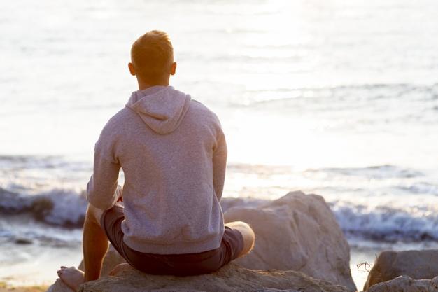 bonheur-homme-detente-plage-espace-40-ans-et-plus