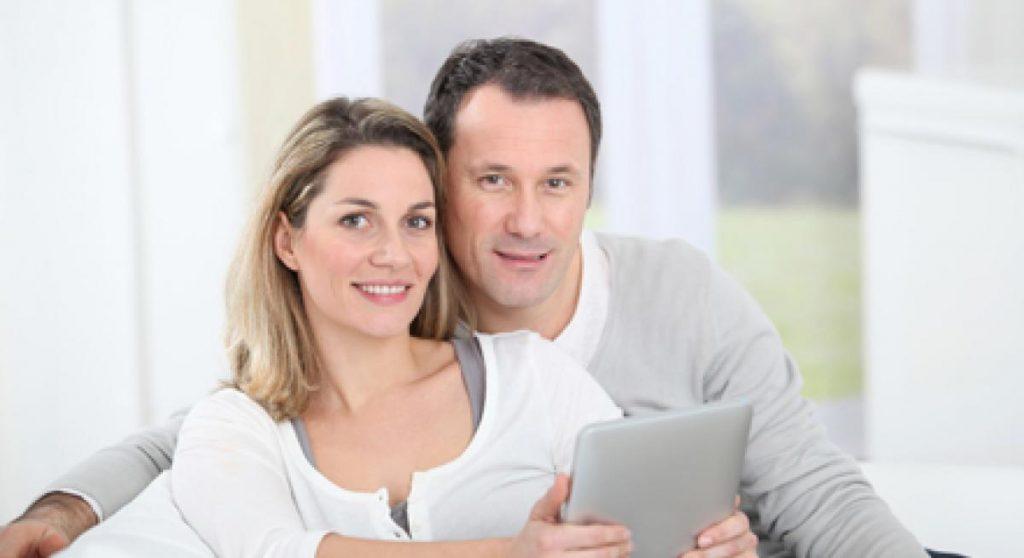 couple-heureux-40-ans-et-plus